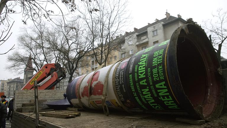 Új törvényben kötné meg Simicska kezét a Fidesz