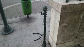 Van egy rejtélyes, funciótlan vasoszlop Budapest közepén
