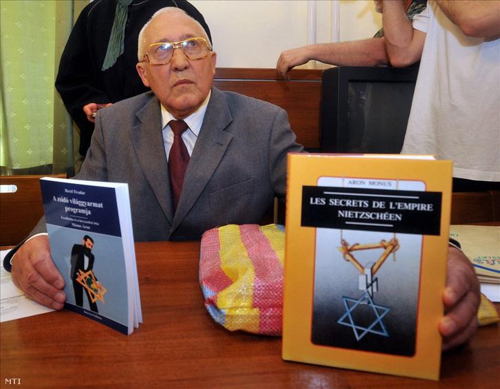 Mónus Áron, a kilencvenes években az ő kiadásában is megjelent magyarul a Mein Kampf.