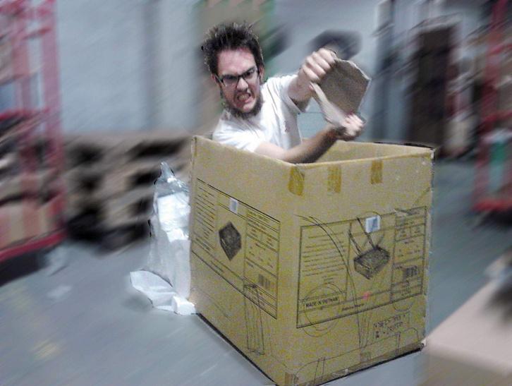 Üres kartondoboz, filctoll, kis photoshop, kész is a Transporterrel keményen csapatós kép
