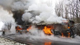 Teljesen kiégett egy csuklós busz zalaegerszegnél