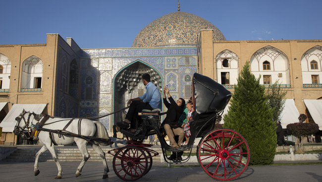 Iránba és a nyolckerbe utaznak az update turisták