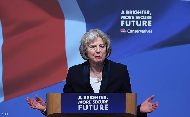 Theresa May brit belügyminiszter beszédet mond a Konzervatív Párt választási kampányrendezvényén Swindonban 2015. április 14-én.