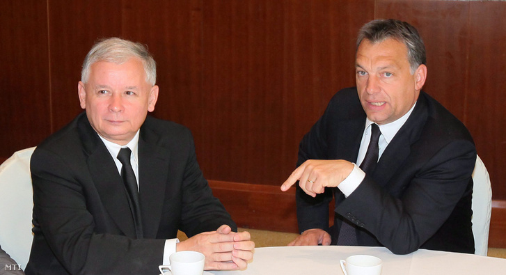 Jaroslaw Kaczynski, a lengyel kormánypárt, a Jog és Igazságosság (PiS) elnöke és Orbán Viktor 2010-ben