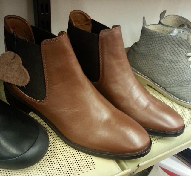 Brand & Trend: ez a bőr bokacsizma is 12.990 forint.