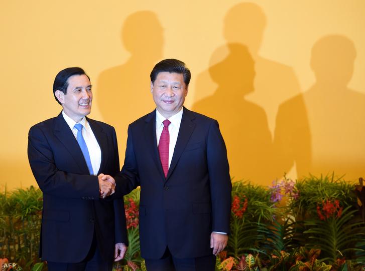 Ma Jing-csiu, a Kínai Köztársaság (Tajvan) 2008 márciusában megválasztott elnöke és Hszi Csin-ping, a Kínai Népköztársaság elnöke