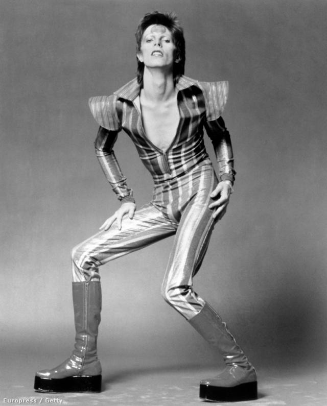 Szokatlan, de menő jelmezekkel járt együtt a Ziggy Stardust korszak.