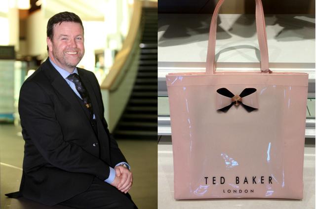 Demot McNiffe az iskola igazgatója és az egyik betiltott táska.