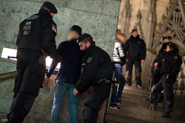Letartóztatások Kölnben a szilveszteri erőszakot követően