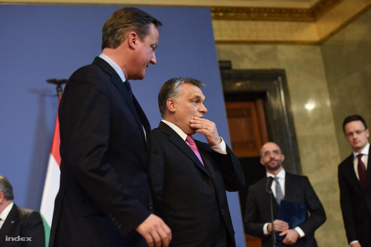 Orbán Viktor miniszterelnök (j) és David Cameron brit kormányfő a megbeszélésüket követő sajtótájékoztatón a Parlamentben.
