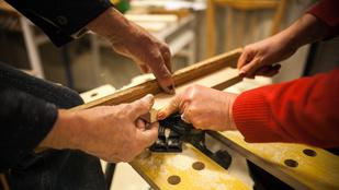 Közösségi asztalosműhelyben kreatívkodni és jótékonykodni is lehet