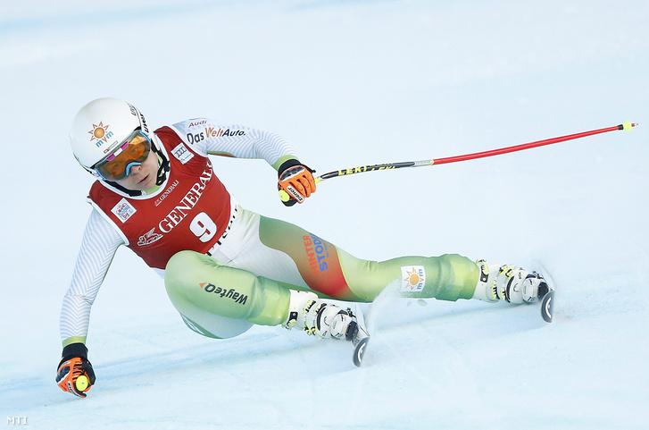 Miklós Edit az alpesi sí világkupa Val d'Isere-i versenyének női lesiklásában 2015. december 19-én.