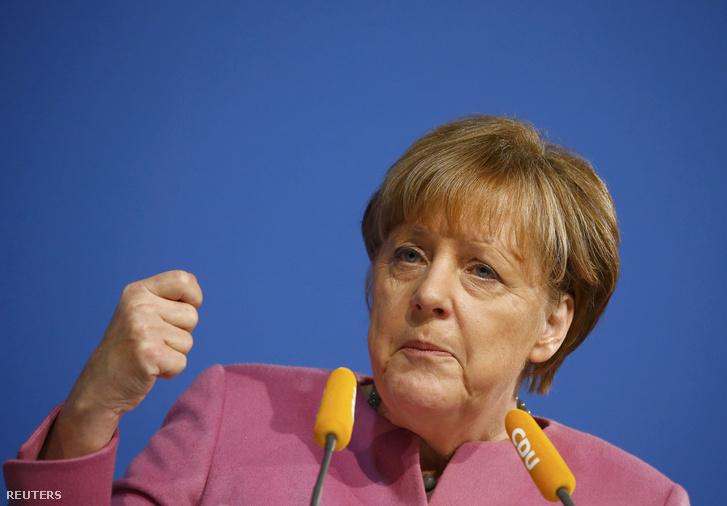 Angela Merkel beszél a Kereszténydemokrata Unió ülésén 2016. január 8-án Mainzban.