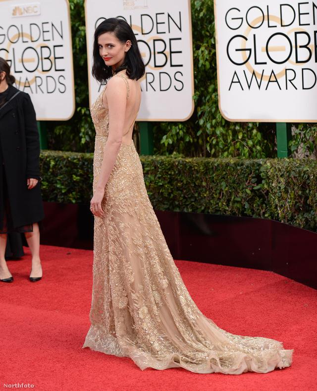 Eva Green, a The Penny Dreadful színésznője egy aranyszín csipkés ruhában jelent meg a 73. Golden Globe gálán.