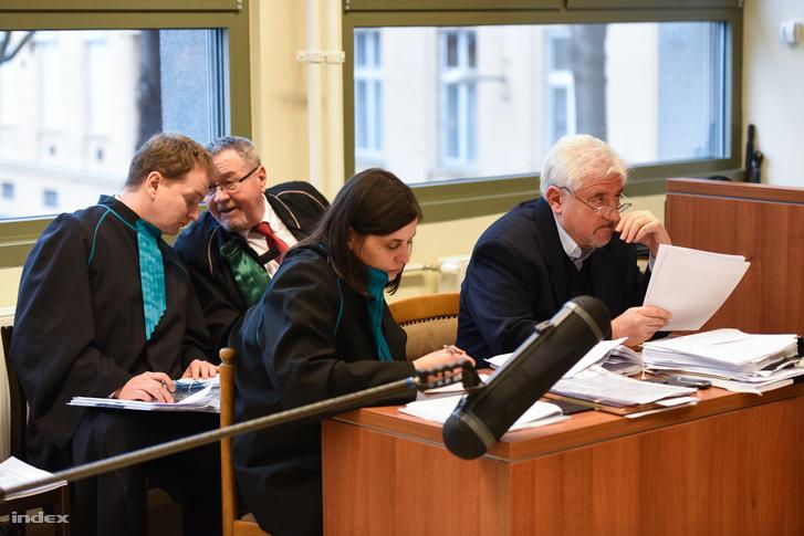 Dr. Magyar György ügyvéd képviselte a Mahirt