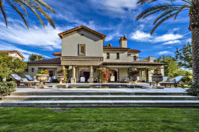 Közel van Palm Springs és a golf klub.