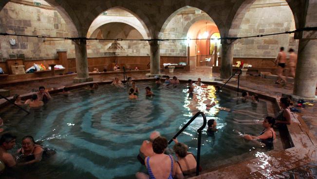 Szakértők minősítik a magyar fürdők szolgáltatásait