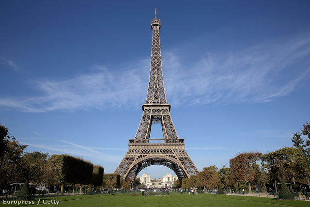 Az Eiffel-torony alatt szurkolói zónát alakítanak ki