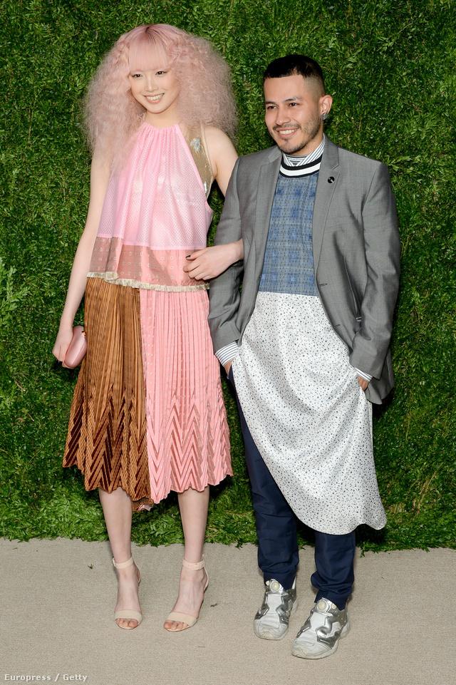 Rio Uribe a tavalyi CFDA / Vogue Fashion Fund egyik nyertese, aki a díjnak köszönhetően 300 ezer dollárral, körülbelül 87,5 millió forinttal a zsebében vághat bele a divatvilág meghódításának 2016-ban.