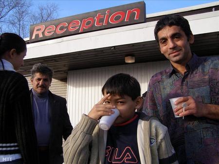 2006-ban magyar romák tömegesen vándoroltak ki a jobb élet reményében a svédországi Malmőbe, ahol a többség munkát próbál találni, de a családok közül néhányan menedékjogot is kértek a skandináv államtól