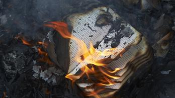 A kormánynak is sok volt a Soros-könyvek égetése