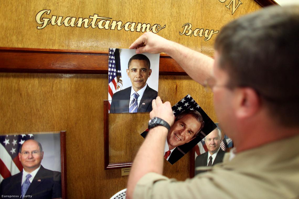 Lecserélik az elnök fotóját Guantanamón a választások után.