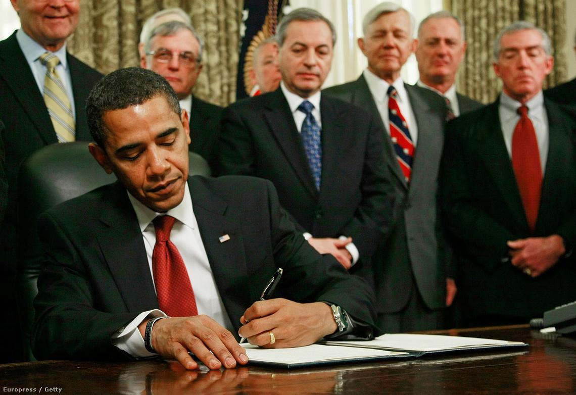 Obama aláírja a Guantanamo bezárásáról szóló elnöki határozatot (2009.)