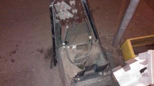 Valaki nagyon megharagudott erre az elektromos dobozra