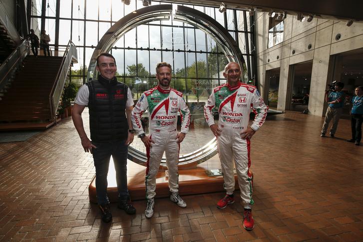 A Honda 2015-ös felállása, Michelisz Norberttel, Tiago Monteiróval és az azóta távozott Gabriele Tarquinivel