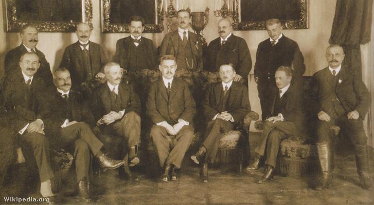 Friedrich István a Huszár-kormány tagjaként. A hátsó sorban jobbról a harmadik.