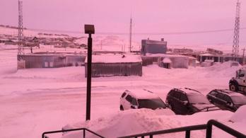 Rózsaszín köd szállt egy kanadai városra