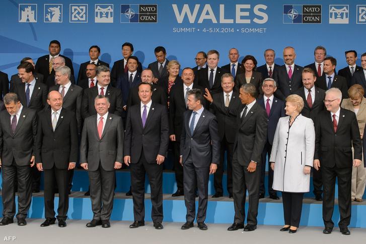 Családi fotó a walesi NATO-csúcstalálkozón, 2014. szeptember 4-én