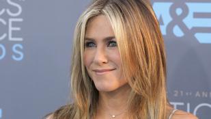 Üdítő látvány: Jennifer Aniston alakformáló fehérnemű nélkül