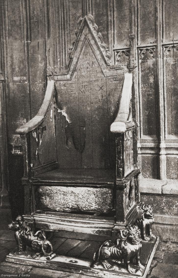 A kő a westminsteri apátságba került, ahol beépítették Eduárd koronázási trónjába