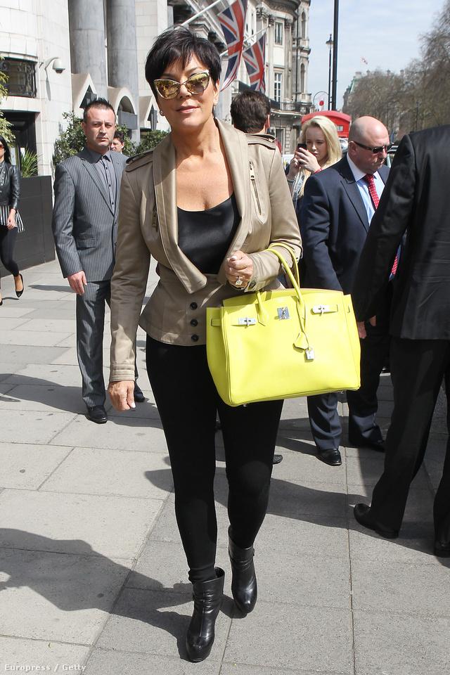 Naná, hogy Kim Kardashian anyja is Birkinnel rohangál.