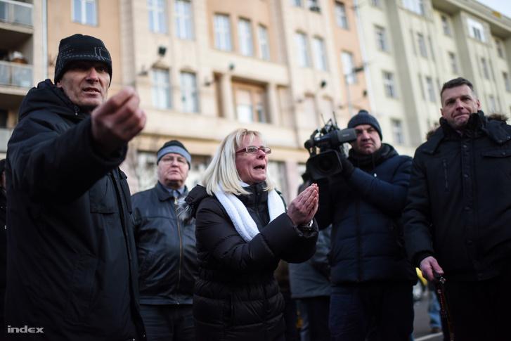 Dühös taxisok a Bajcsy-Zsilinszky úton