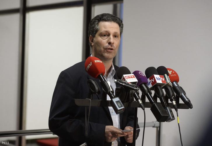 Schiffer András az LMP parlamenti frakcióvezetője a párt társelnöke nyilatkozik az ötpárti egyeztetést követően 2016. január 12-én.