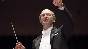 Fischer Iván naptárában villognak a határidők