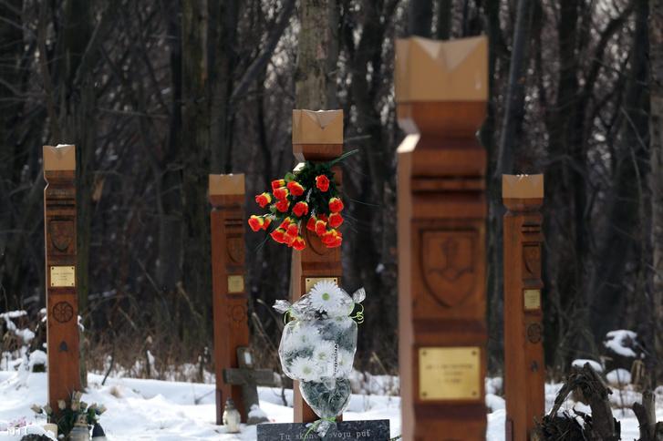 Kopjafák a tíz évvel ezelőtt életüket vesztettek emlékére Hejcén
