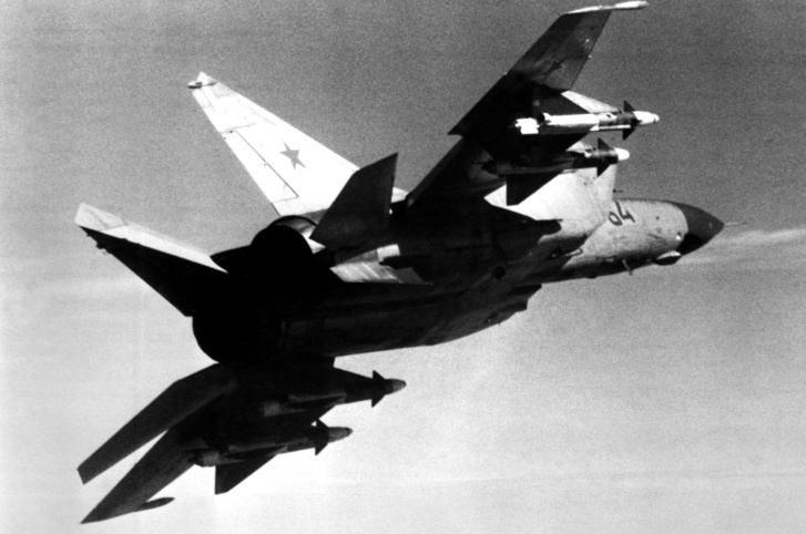 Egy szovjet MiG-25PDSZ infravörös érzékelővel az orra alatt