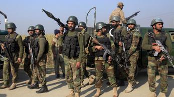 Terroristák szálltak meg egy pakisztáni egyetemet