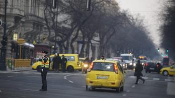 Dugó a Deák környékén a taxisblokád miatt