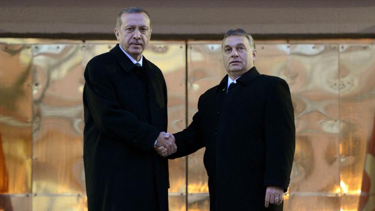 Jön Erdogan, minaretet építenének a törökök Magyarországon