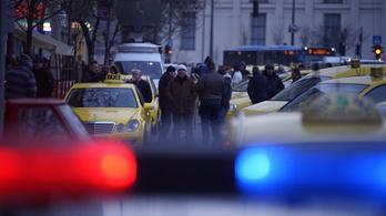 Tovább blokkolhatják a belvárost a taxisok