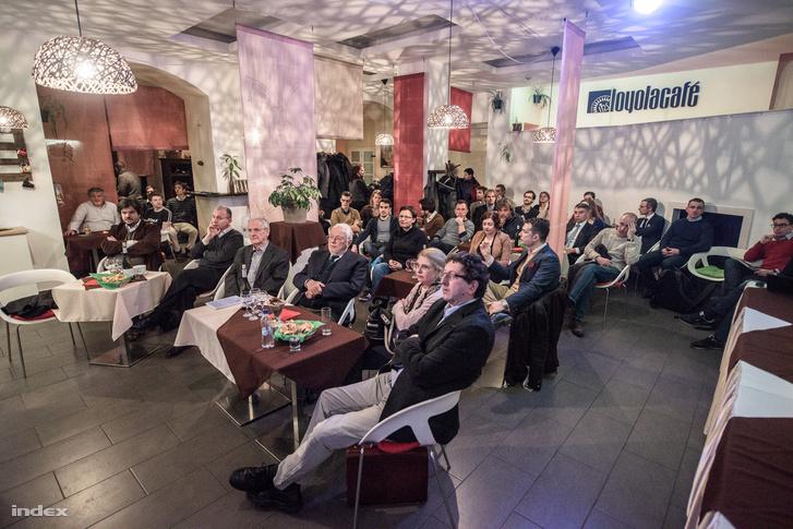 Az első sorban Sólyom László, mellette Kádár Béla, az Antall-kormány minisztere