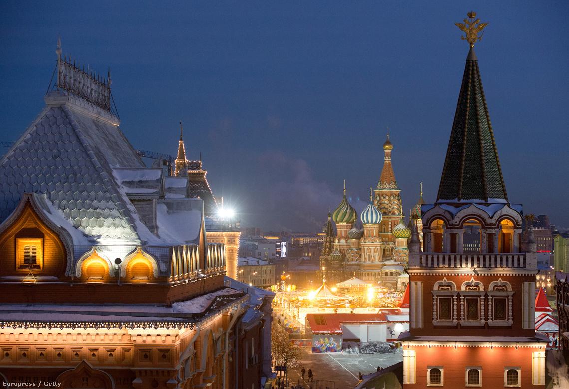 Kilátás a város nevezetességeire a moszkvai Four Seasons hotel egyik luxuslakosztályából