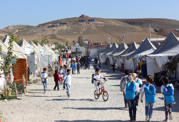 Menekülttábor a török-szír határ közelében