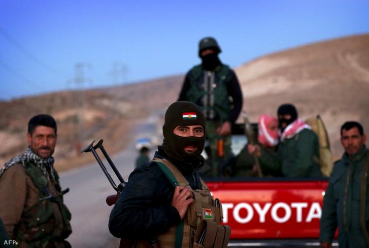 Kurd harcosok Szíriában, 2015. novemberében