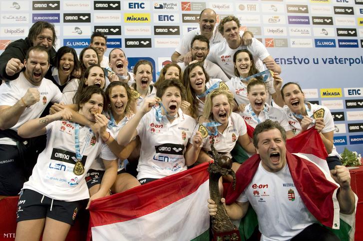 Az Európa-bajnok magyar női vízilabda-válogatott.