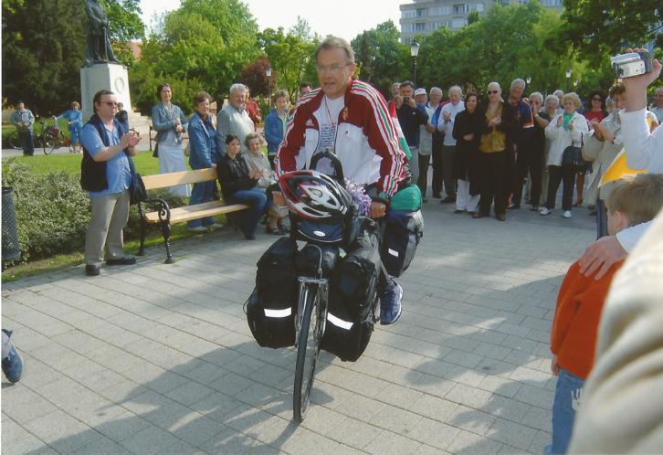 Indulás Pekingbe szentesi barátok gyűrűjében